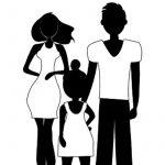 Perhe kuvattuna